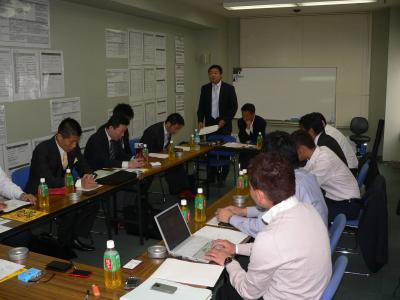写真キャプション=今後の計画を議論する「NPOぱちんこ業熱リーグ」の執行部
