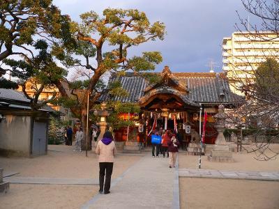 写真キャプション=見事に「大吉」を授けてもらった上新庄の「大宮神社」。ありがとう
