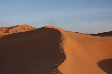 砂漠は歩きづらい