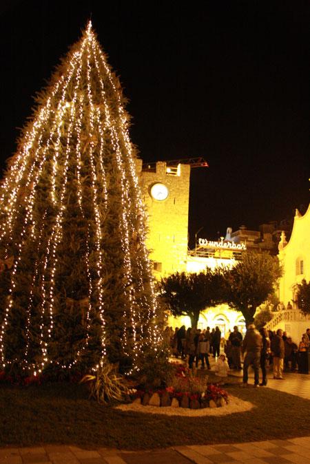 タオルミーナのクリスマスツリー