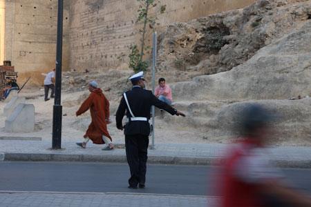 交通整理中の警察官