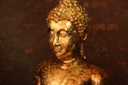 金箔をはられた仏像
