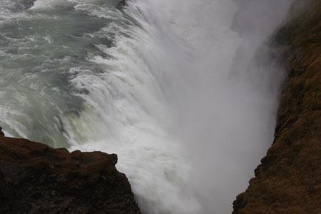 グトルフォス滝つぼギリギリ