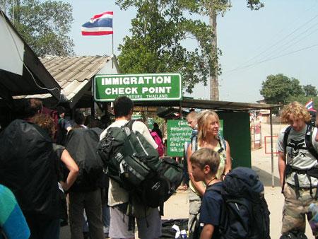 カンボジアへのイミグレーション