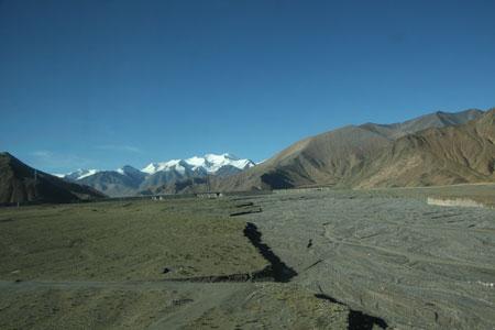 北国の春を歌いながらみたチベット高山鉄道からの景色
