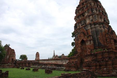 レンガ積みの仏塔