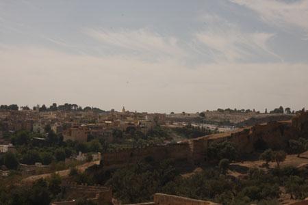 マリーン朝の墓地の右側の風景