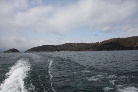 対岸に沖島が見える