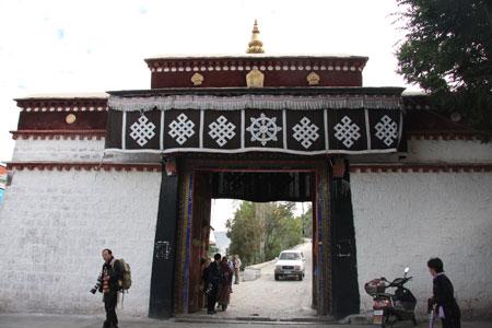 ポタラ宮 予約券売り場のゲート