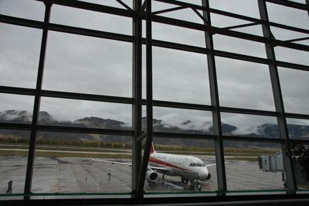 飛行機の搭乗を待つ!