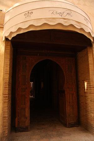 Riad Fezの門構え