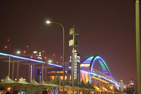 ライトアップの大橋