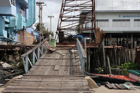 荒れ果てた桟橋