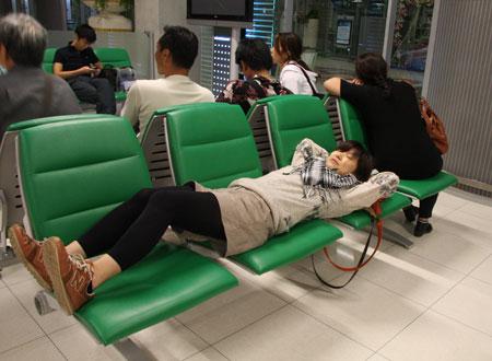 空港で寝るゆきんこ