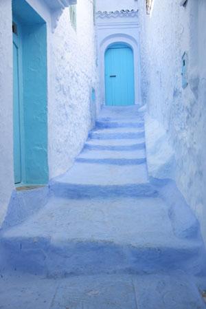 階段も青い