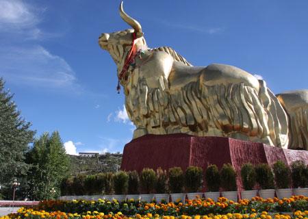 黄金のヤク像