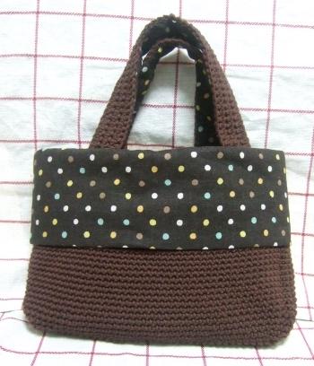 20110120チョコレート色の細編みバッグ1