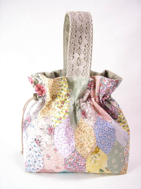 小花の巾着バッグ