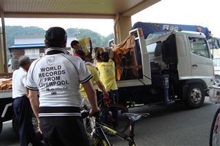 自転車はトラックで