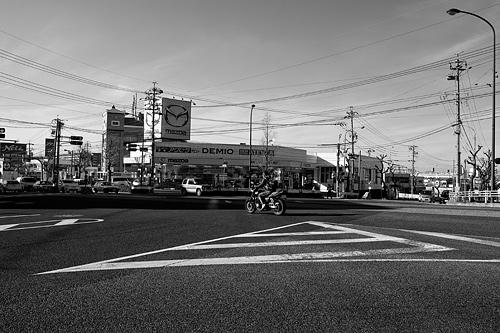 モノクロ街風景-2