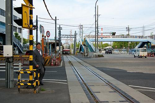線路と列車と乗客