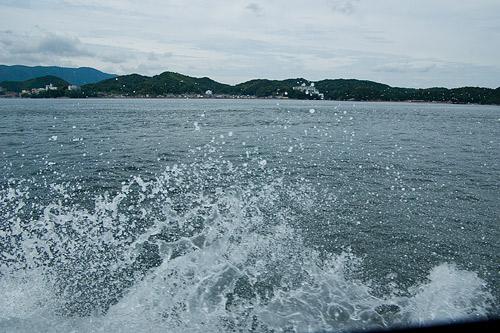 船の波しぶき