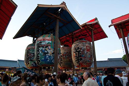 日暮れ前の諏訪神社の様子
