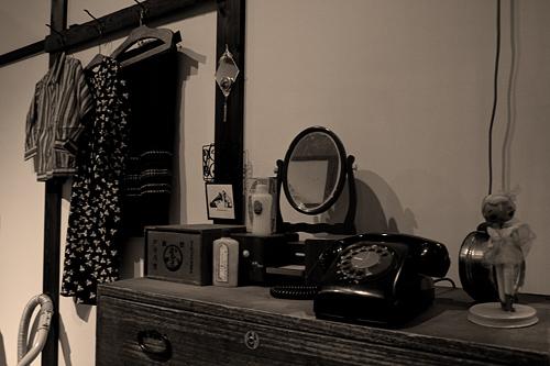 昭和日常博物館黒電話とタンス