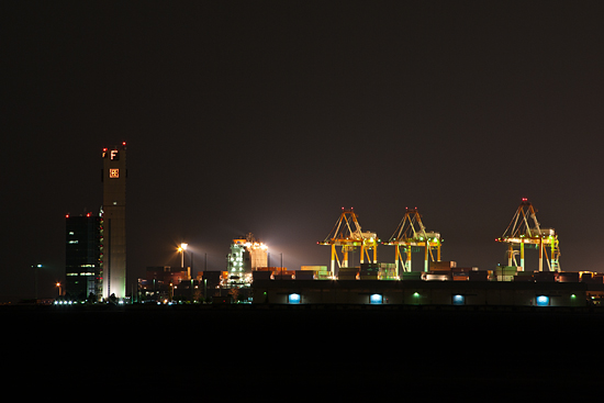 夜の工場地帯