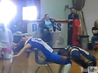 カナダの高校女教師が校内でセクシーダンスを披露した動画が大人気 → 停職処分に