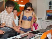 中国のPCショップがオープニングイベント「下着姿になった美人に好きなPCあげます」実施