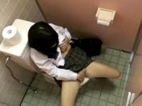 中学校の女子トイレに忍び込んだ教師を逮捕 → 調べたら隠しカメラ5台発見