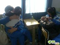 中国の某中学校の教室内で生徒がいちゃついてカップル喫茶状態らしい