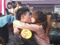 中国でクリスマス・キス大会を実施